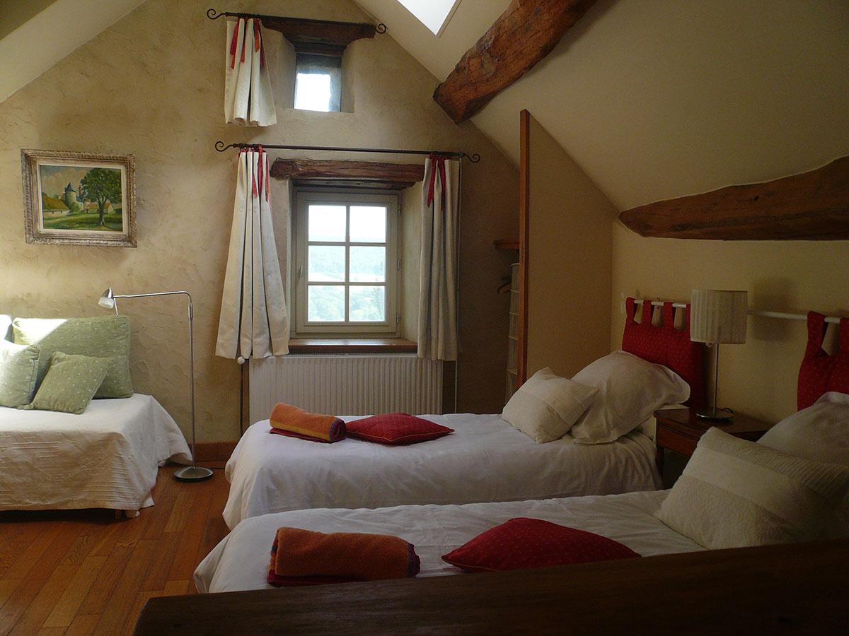 Chambre de charme avec vue dominante sur la vallée au Clos de Fougères